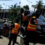 Security officer raises alarm as his manhood disappears after allegedly collecting money from a politician in Lagos (Video)