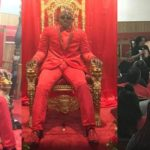 Man dressed like a king and sat on a throne at his wake keeping (Photos)