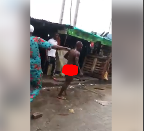 Child Kidnapper Stripped Naked And Mobbed After Being