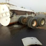 Residents Risk Their Lives To Scoop Fuel From The Road After Tanker Accident In Nasarawa (Photos)