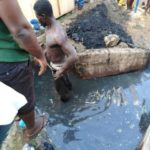 Thief Flogged Mercilessly, Given Food And Forced To Clear Dirty Gutter In Enugu (Photos)