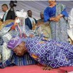 Obasanjo Prostrates Before 59-year-old Oba Agura Of Gbagura, Abeokuta