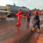 Tanker Falls Along Ugwu Onyeama By Enugu-onitsha Expressway (photos)