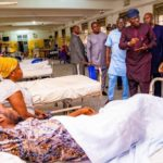 PHOTOS: Sanwo-Olu pays unscheduled visit to general hospital, foots bills of patients