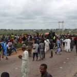 BREAKING: Many trapped as angry villagers block Abuja-Kaduna Highway